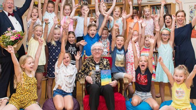 90-jarige Dolf Verroen wint Zilveren Griffel voor kinderboek Droomopa