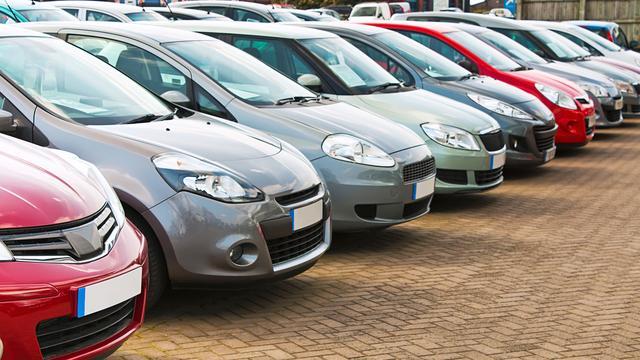 Minder tweedehands auto's geëxporteerd