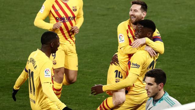 Ilaix Moriba viert zijn treffer tegen Osasuna met Lionel Messi.