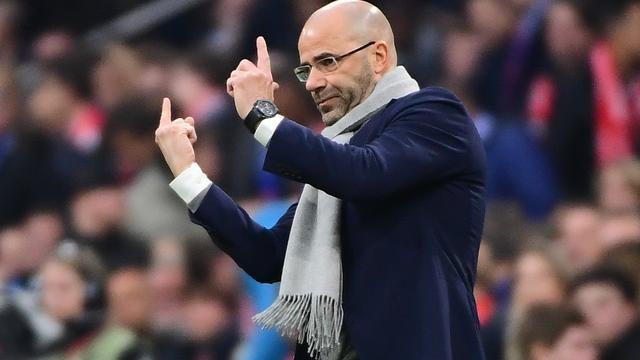 Bosz: 'Denk alsjeblieft niet dat Ajax met één been in finale staat'