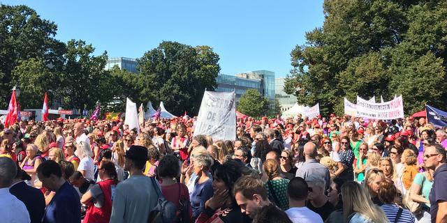 Duizenden jeugdzorgwerkers staken: 'Te veel regels en te veel bureaucratie'