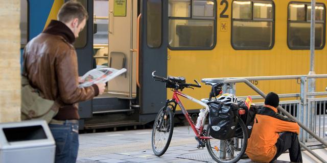 Fietsers moeten vanaf zaterdag ondanks kritiek plek reserveren in de trein