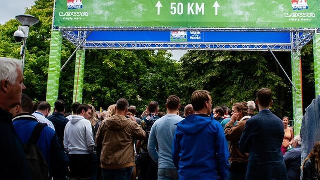 Nijmeegse Vierdaagse van start met tocht door Betuwe richting Arnhem