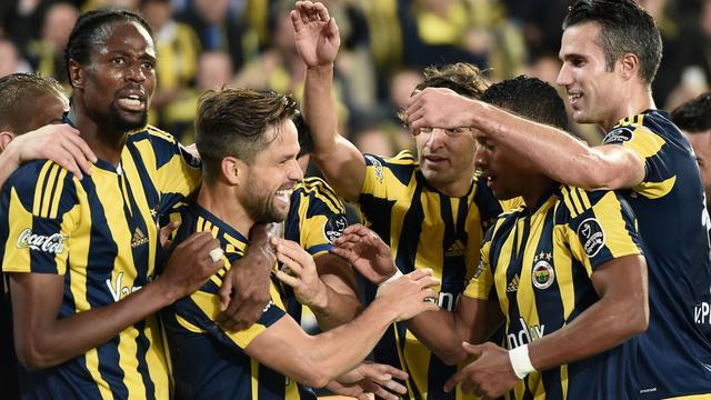 Supporter gaat arbiter te lijf tijdens wedstrijd Fenerbahçe