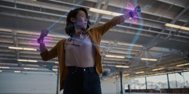 Facebook werkt aan polsband om augmentedrealitybril te bedienen