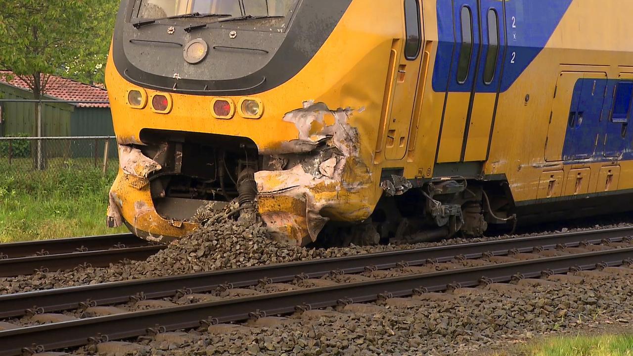Flinke schade aan trein na botsing met truck bij Wouw