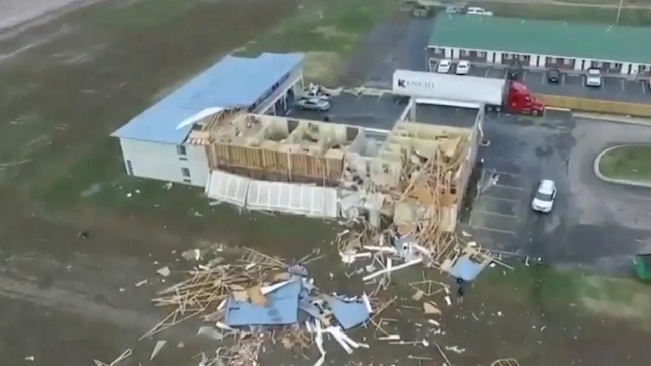 Drone filmt ravage na tornado in Arkansas