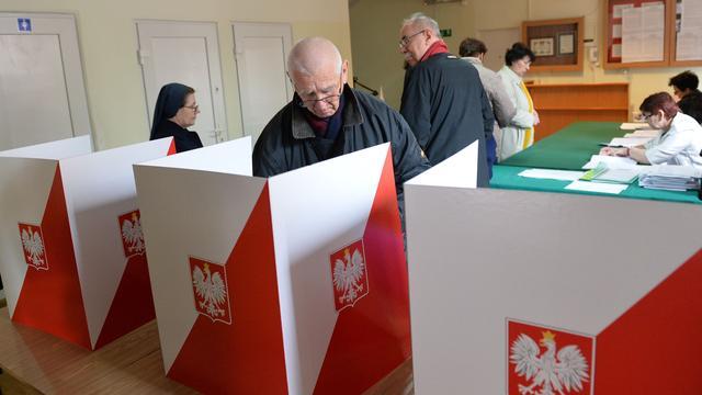 Dode vrouw in stemlokaal vertraagt Poolse verkiezingen