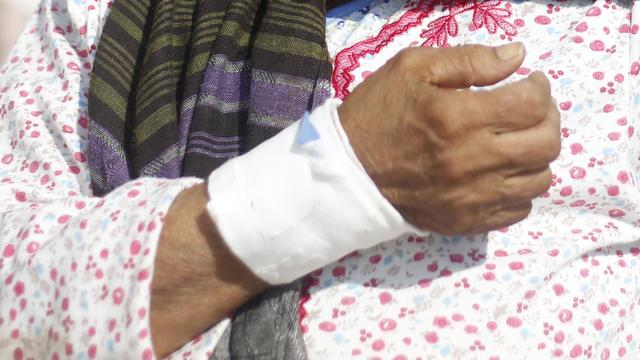 Amerikaanse vrouw klaagt neefje aan voor verwonding na omhelzing