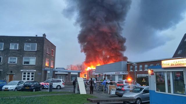 Brand bedrijfspand Noord nog niet volledig gedoofd