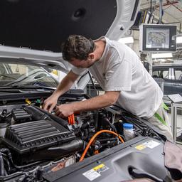 Omzet autobranche eind 2019 flink hoger, maar vertrouwen bladdert af