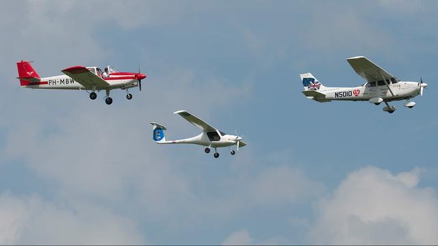 Travis Ludlow (voorste toestel) werd tijdens het laatste deel van zijn tocht vergezeld door twee duurzame vliegtuigen.