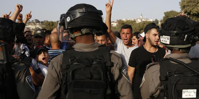 Ruim honderd gewonden na stormloop op al-Aqsa-moskee in Jeruzalem
