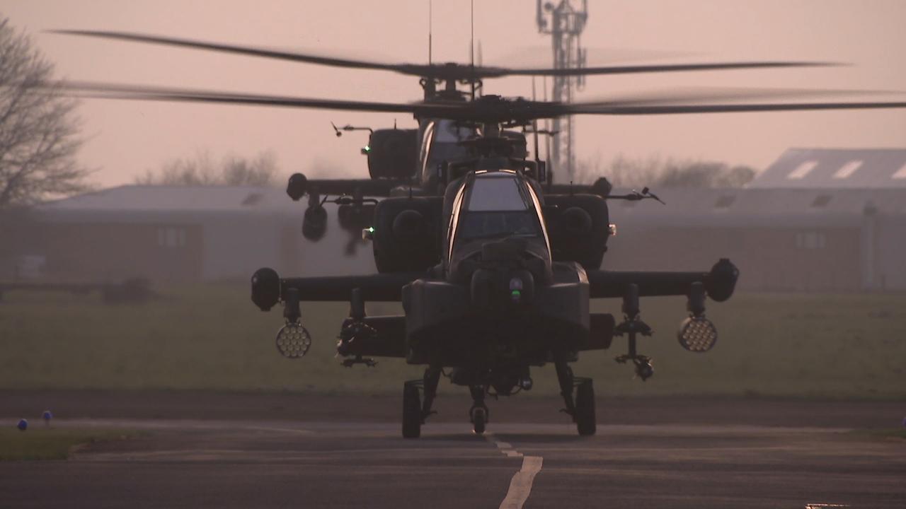 Defensie traint laagvliegen met helikopters in Engeland