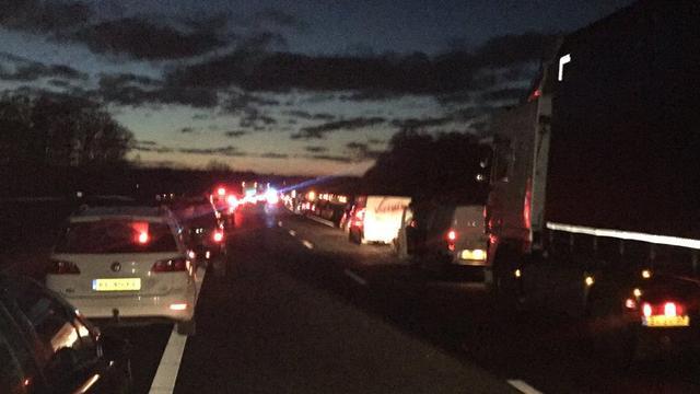 Zeven auto's betrokken bij ongeval op de A18 bij Westendorp, meerdere gewonden.
