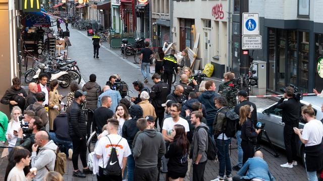 De plek waar De Vries is neergeschoten, is in het toeristische centrum van Amsterdam.