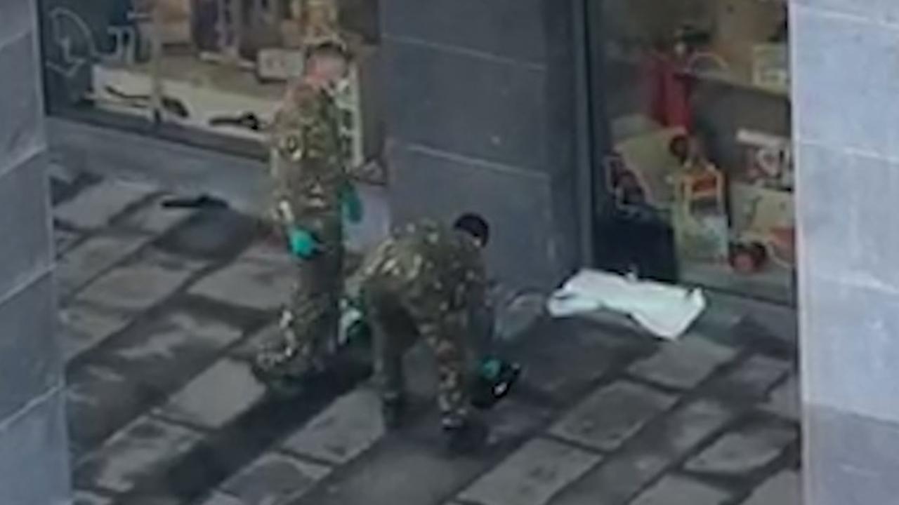 EOD onderzoekt explosief aan winkel in Utrecht Leidsche Rijn