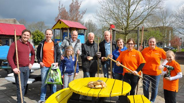 Speeltuin Hoge Neer weer schoon door vrijwilligers