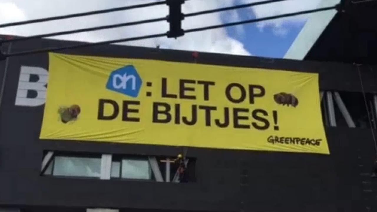 Actie Greenpeace tegen Albert Heijn bij Bimhuis
