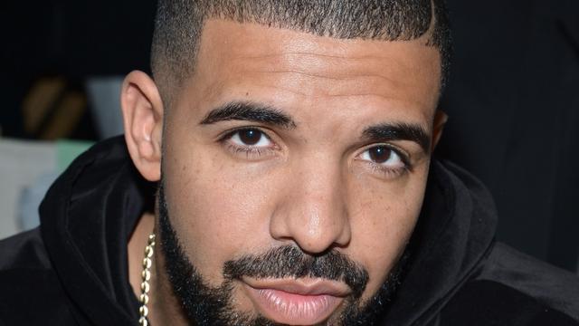 Drake verrast nichtje tijdens eindfeest middelbare school
