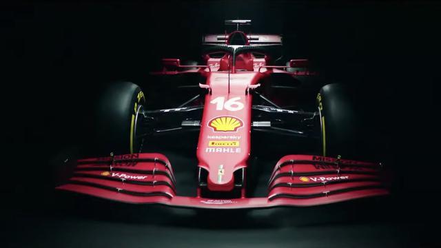 Ferrari heeft de neus van de auto puntiger gemaakt, zodat de rijwind beter bij de cape onder de neus kan komen.