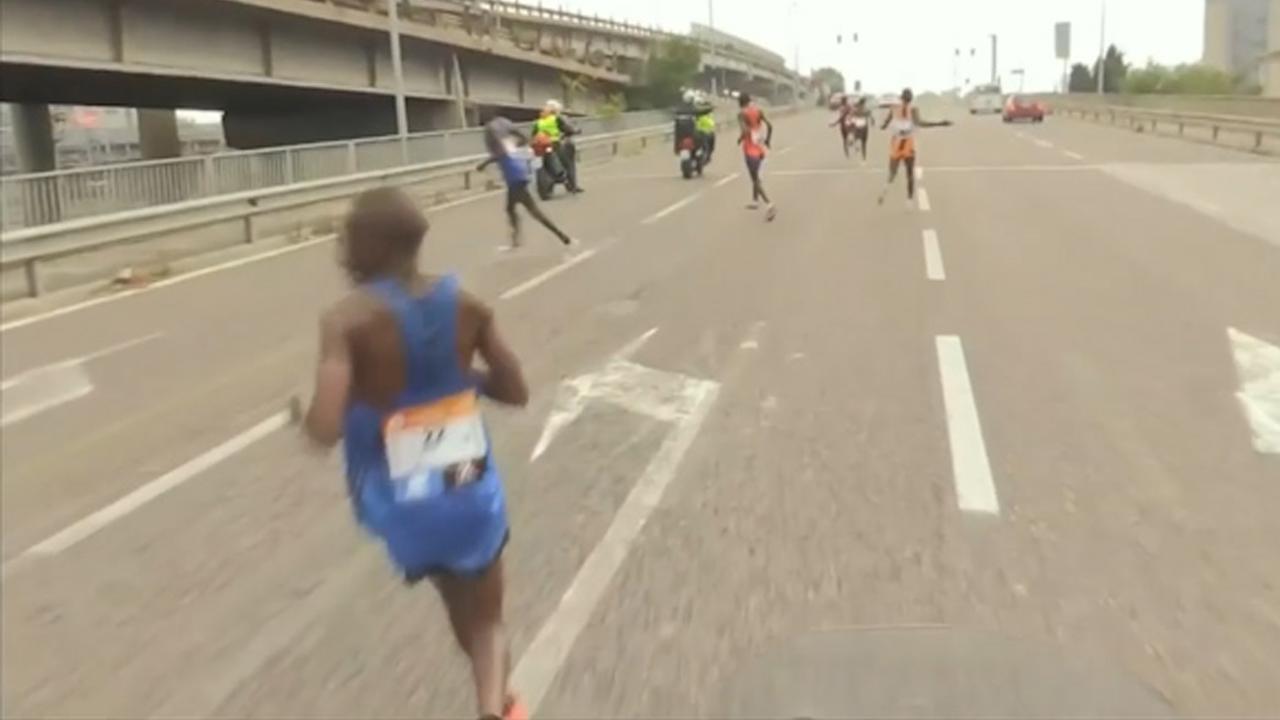 Motorrijders sturen kopgroep verkeerde kant op in marathon van Venetië