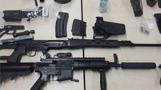 Politie arresteert man voor het online aanbieden van wapens