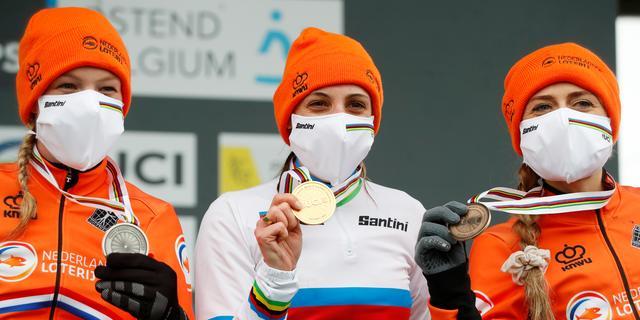Sterke Brand pakt eerste wereldtitel veldrijden, volledig Nederlands podium