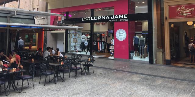 Miljoenenboete voor bedrijf dat met 'coronawerende' kleding adverteerde