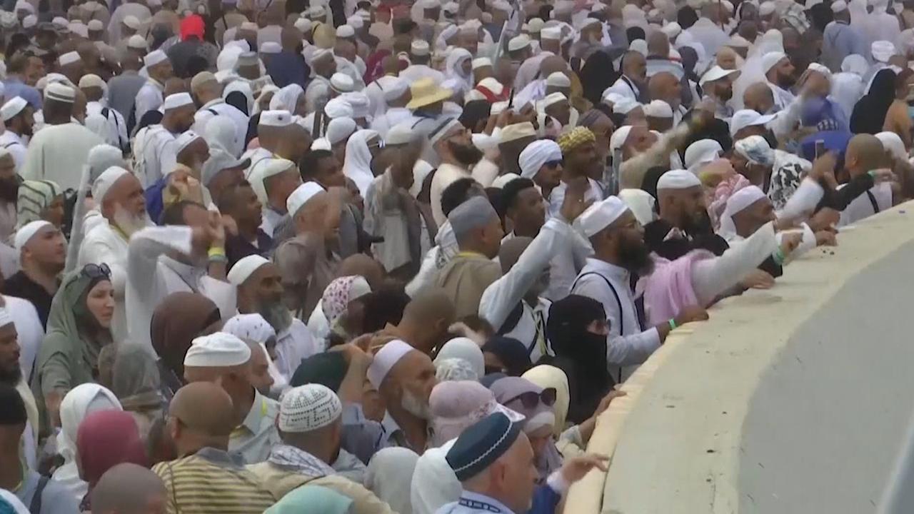 Miljoenen moslims stenigen 'duivel' in Mekka tijdens hadj