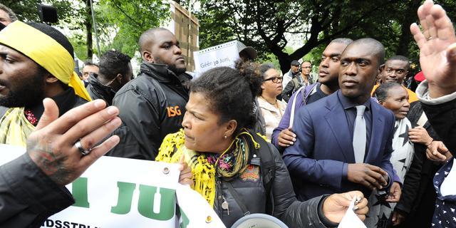 Betogers verstoren herdenking afschaffing slavernij in Amsterdam