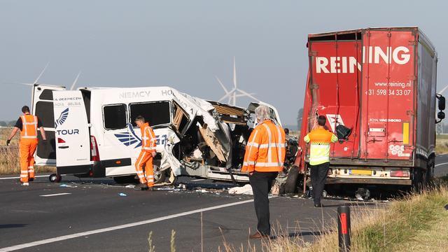 Negen gewonden na ernstig ongeval met vrachtwagen op A4 bij Woensdrecht.