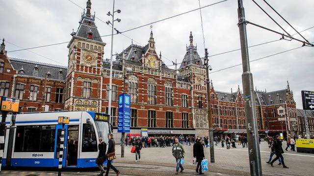 Nieuwe metro's blijken te lang voor station Amsterdam Centraal