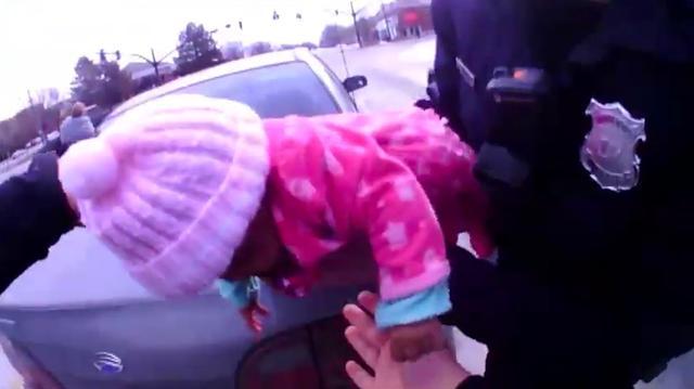 Agenten Ohio redden baby van verstikkingsdood