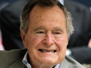 Bush senior opgenomen vanwege lage bloeddruk