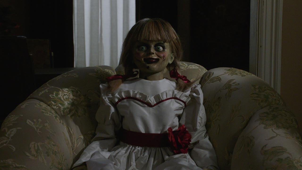 Bekijk hier de trailer van Annabelle Comes Home