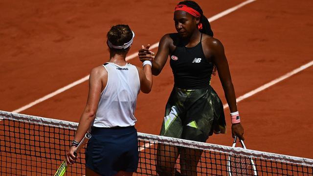 Coco Gauff (rechts) gaf het volledig uit handen tegen Barbora Krejcíková.