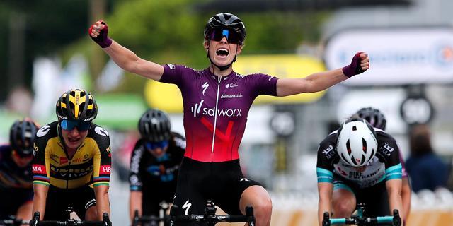 Vollering klopt Vos in sprint en wint laatste editie van La Course