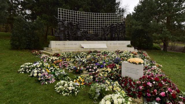 Gemeente Den Haag doet aangifte van bekladding Indisch Monument