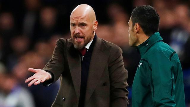 Ajax-coach Ten Hag voelt zich zwaar benadeeld in beide duels met Chelsea