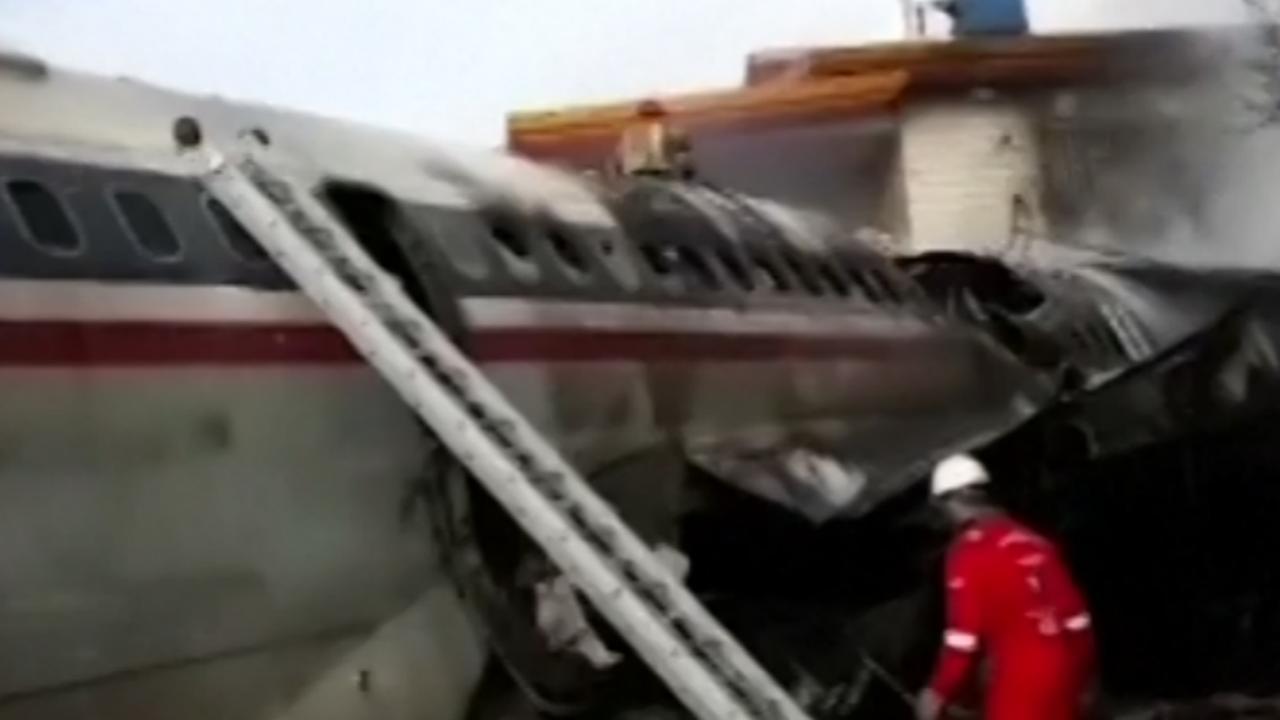 Ravage na neerstorten vrachtvliegtuig in Iran