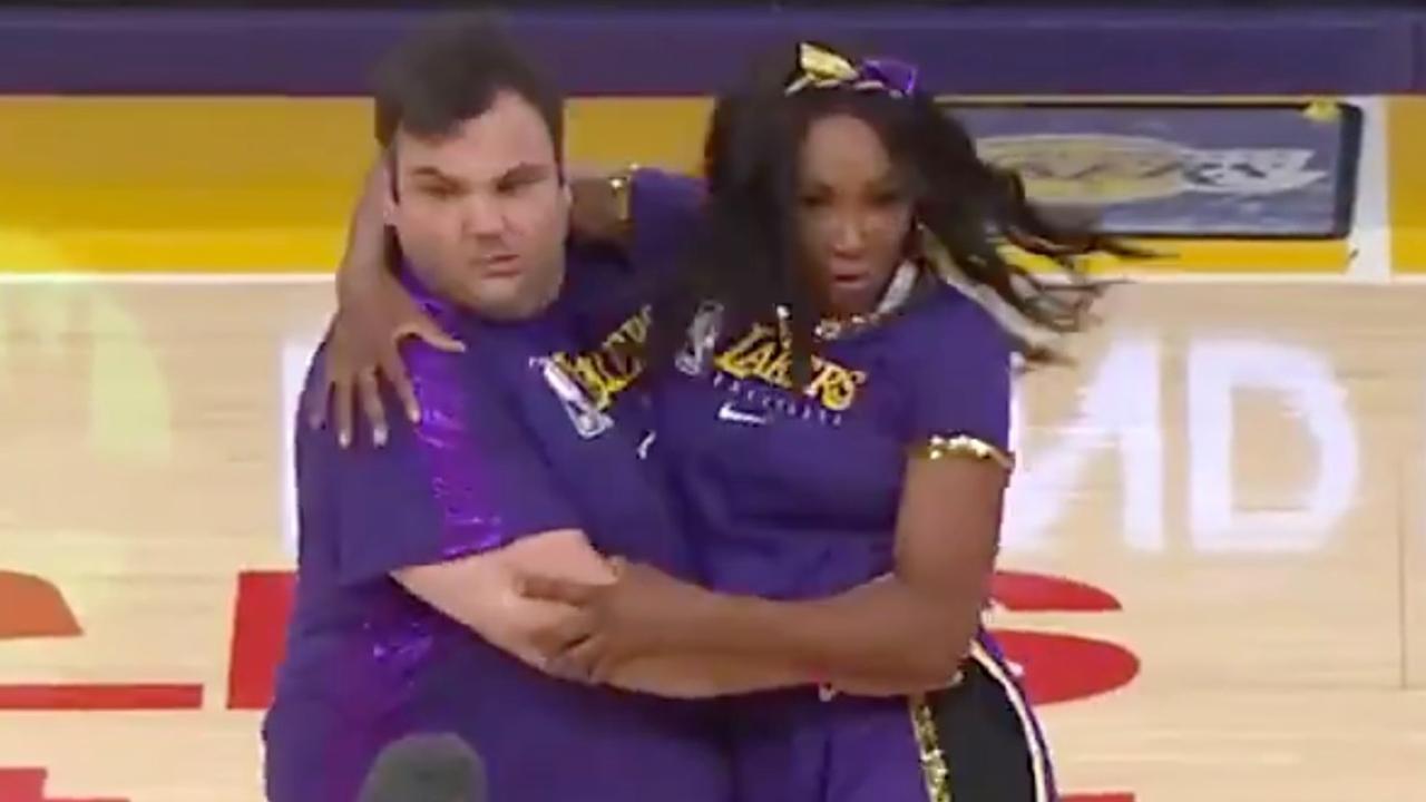 Venus Williams en James Corden uit hun dak met cheerleaders