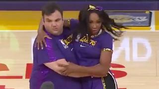 Venus Williams en James Corden uit hun dak met cheerleaders
