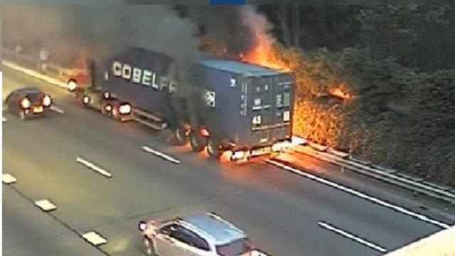 Brand in vrachtwagen op de A27 bij Utrecht geblust