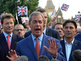 Premier Cameron treedt af