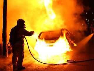 Dinsdagavond sloegen de vlammen ook al uit voertuig