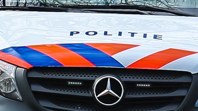 Politie vordert rijbewijs in van wegpiraat met kinderen op achterbank