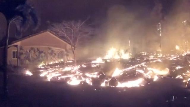 Huis langzaam opgeslokt door toestromende lava in Hawaï