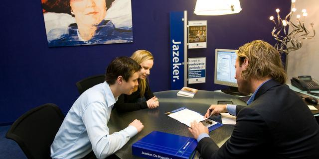 Consumenten blijven hypotheekadviseur gebruiken