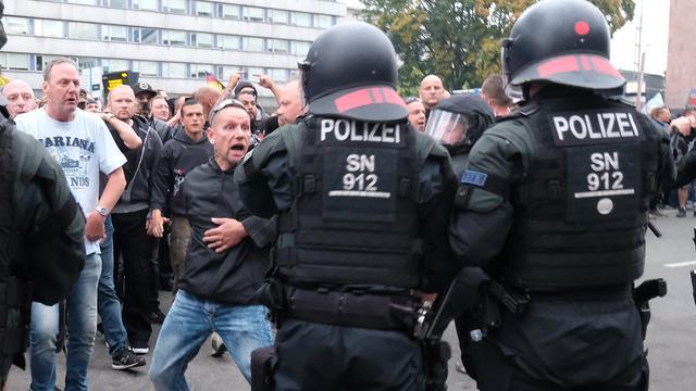 In het Duitse Chemnitz marcheren neonazi's naast bezorgde burgers